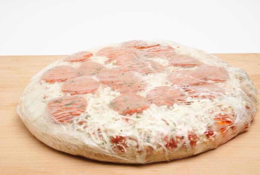 Cuire pizza surgelée au four