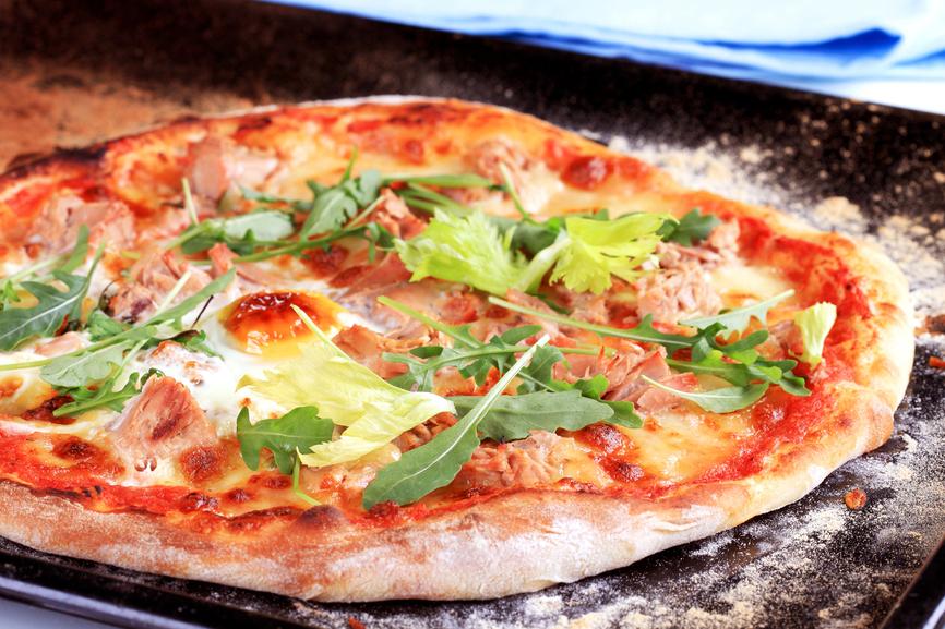 Pizza au thon recettes de pizza - Comment cuisiner le thon rouge frais ...